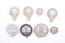 A QUANTITY OF CLAN GORDON GLENGARRY BADGES AND OTHERS