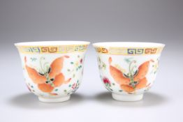 A PAIR OF CHINESE PORCELAIN TEA BOWLS