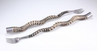 A PAIR OF OLD SHEFFIELD PLATE MOUNTED INDIAN BLACKBUCK HORN TOASTING FORKS