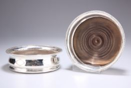 A PAIR OF OLD SHEFFIELD PLATE COASTERS, CIRCA 1830