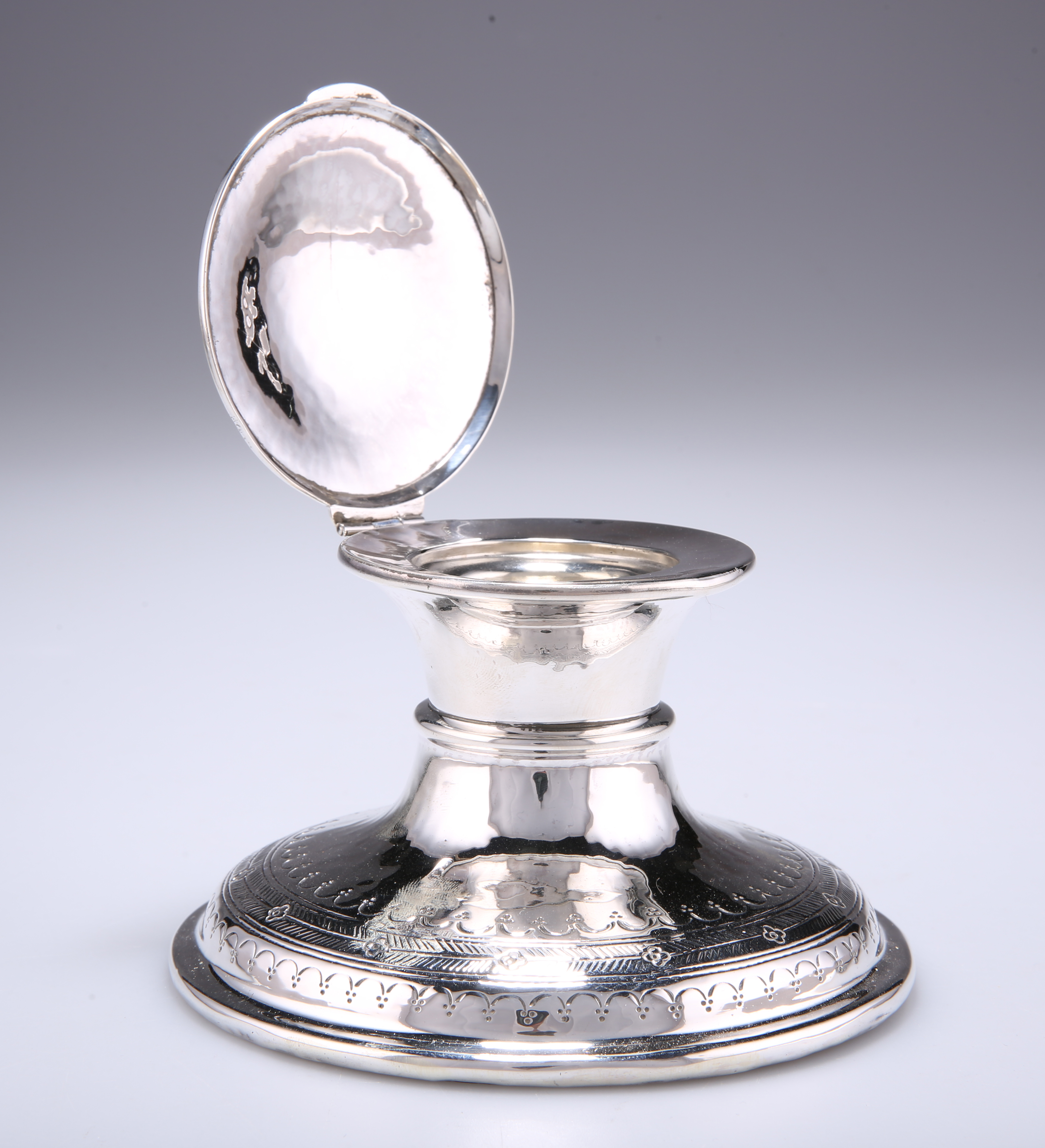 A GEORGE V SILVER CAPSTAN INKWELL - Image 2 of 2