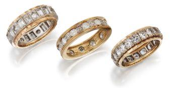 A 9 CARAT GOLD DIAMOND ETERNITY RING