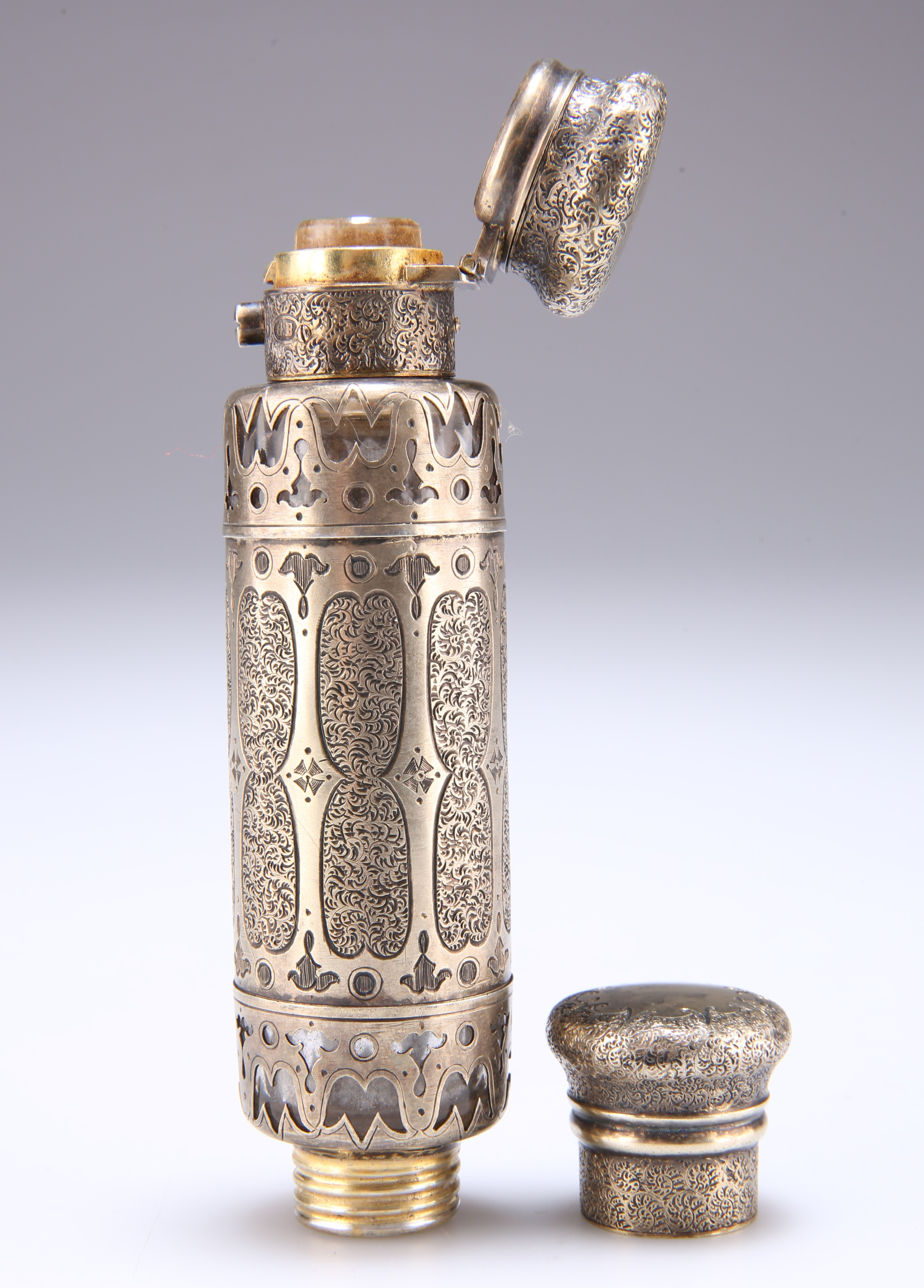 A VICTORIAN SILVER-GILT AND GLASS SCENT FLASK - Image 2 of 3