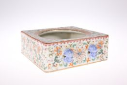 A CHINESE FAMILLE ROSE BRUSH WASHER