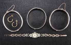 A QUANTITY OF SILVER AND GOLD JEWELLERY