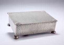 A 20TH CENTURY ENGLISH PEWTER CIGARETTE BOX
