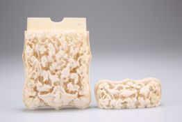 A CHINESE IVORY CARD CASE, CANTON, 19TH CENTURY