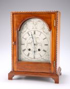 AN EARLY 20TH CENTURY FRENCH WALNUT MANTEL CLOCK