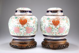 A PAIR OF SAMSON PORCELAIN VASES AND COVERS, IN CHINESE EXPORT STYLE