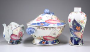 THREE PIECES OF CHINESE TOBACCO LEAF PATTERN PORCE