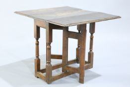 AN SMALL 18TH CENTURY OAK GATELEG TABLE