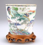 A CHINESE FAMILLE VERTE PORCELAIN PLANTER
