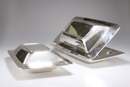 GERALD BENNEY (1930-2008), A RARE PAIR OF ELIZABETH II SILVER ENTREE DISHES