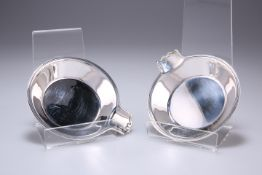 A PAIR OF TIFFANY & CO STERLING SILVER DISHES
