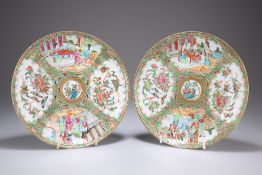 A PAIR OF 19TH CENTURY CANTONESE FAMILLE ROSE PLATES