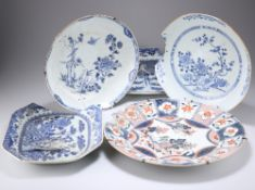 A GROUP OF FIVE CHINESE EXPORT PORCELAIN PLATES, 18TH CENTURY