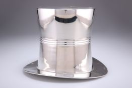 A SILVER-PLATED NOVELTY ICE BUCKET