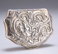 AN 18TH CENTURY FRENCH SILVER SNUFF BOX