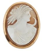 A CARVED SHELL CAMEO BROOCH