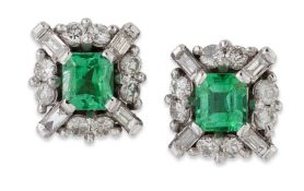 A PAIR OF 18 CARAT WHITE GOLD EMERALD AND DIAMOND CLUSTER STUD EARRINGS