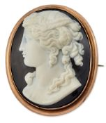 A 19TH CENTURY ITALIAN CARVED HARDSTONE CAMEO BROOCH