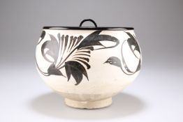 A 'CIZHOU' PAINTED FLORAL DEEP BOWL, SONG/JIN DYNASTY