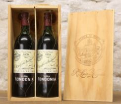 2 BOTTLES IN ORIGINAL WOODEN PRESENTATION BOX LOPEZ DE HEREDIA TONDONIA RIOJA RESERVA 1993