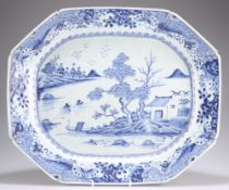 AN 18TH CENTURY CHINESE EXPORT BLUE AND WHITE DISH