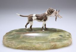 AN ONYX AND COLD PAINTED BRONZE ASHTRAY