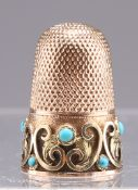 AN EDWARDIAN GOLD AND TURQUOISE THIMBLE