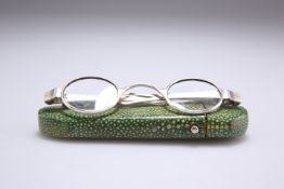 A PAIR OF GEORGIAN SILVER SPECTACLES