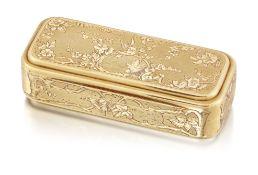 A 19TH CENTURY CONTINENTAL GOLD SNUFF BOX