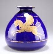 A MURANO VENETIAN BULBOUS BLUE VASE, CIRCA 1810