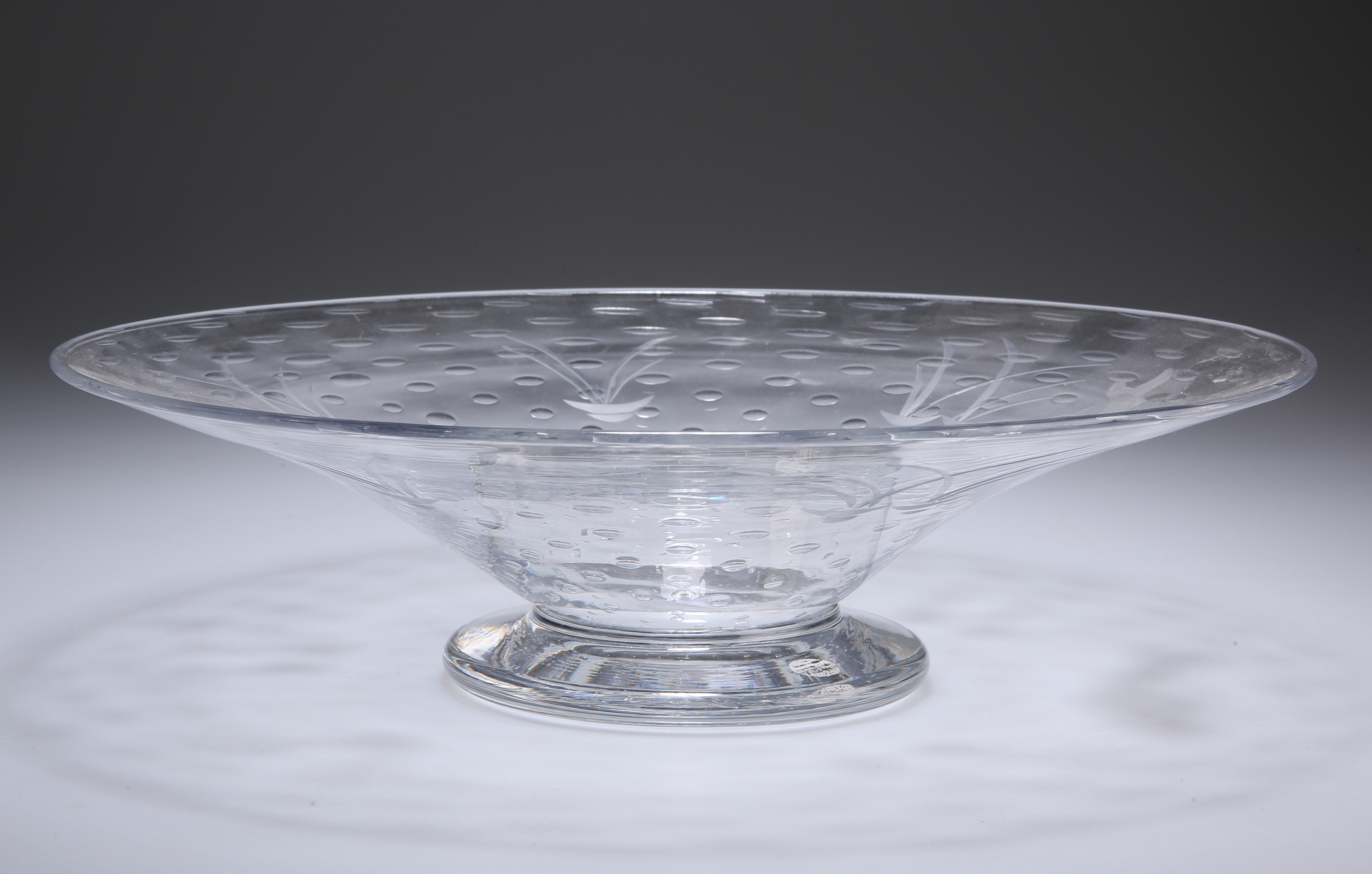 THOMAS WEBB & SONS AN EARLY 20TH CENTURY GLASS BOWL - Image 4 of 4