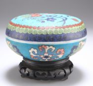 A CHINESE FAUX CLOISONNE PORCELAIN BOX AND COVER