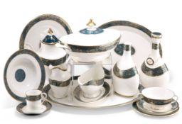 AN EXTENSIVE ROYAL DOULTON CARLYLE PATTERN DINNER, TEA AND COFFEE SERVICE