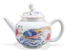 A CHINESE PORCELAIN TEAPOT, 18TH CENTURY