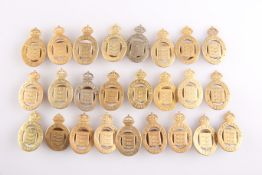 A QUANTITY OF BRASS LAPEL BADGES, 'ON WAR SERVICE 1915'