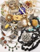 A SMALL QUANTITY OF COSTUME AND SILVER JEWELLERY