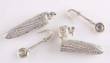 A PAIR OF SILVER NOVELTY VESTA CASES
