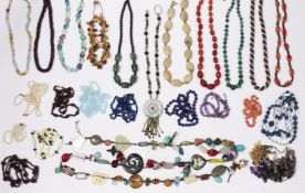 A QUANTITY OF GEMSTONE AND HARDSTONE BEAD NECKLACES