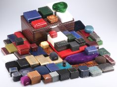 A QUANTITY OF JEWELLERY BOXES