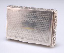 A 19TH CENTURY CHINESE SILVER SNUFF BOX