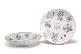 A PAIR OF CHINESE FAMILLE ROSE DISHES