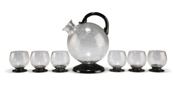 AN ETCHED AND BLACK GLASS DRINKS SET, POSSIBLY ORREFORS