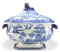 AN EARLY 19TH CENTURY NEWCASTLE WILLOW PATTERN TUREEN