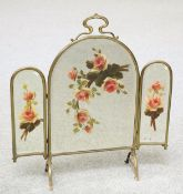 AN EARLY 20TH CENTURY BRASS AND MIRRORED FIRESCREEN