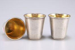 Three small Continental silver tots with gilt interiors, stamped marks to base, 4cm high