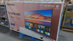 """2 Samsung Crystal UHD 82"""" TV 7 Series (grade a working & tested) one may have a bad power suuply"""