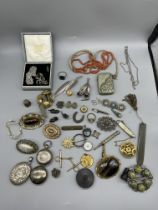 Box of vintage dress jewellery and gold brooches